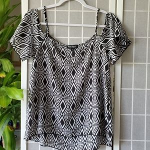 About A Girl Black/White Blouse Size S